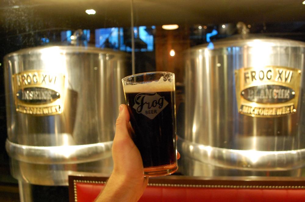 frog beer paris (1).JPG