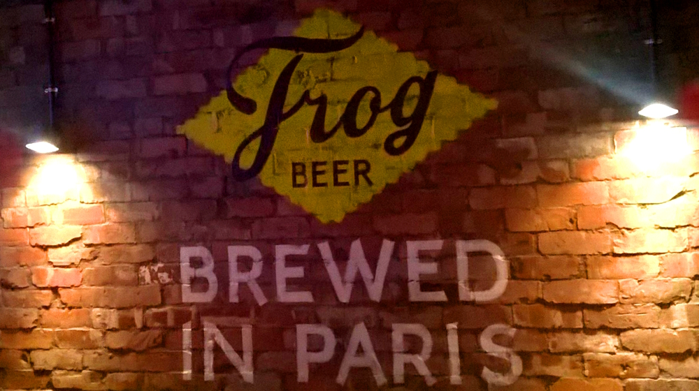 frog beer paris (3).jpg